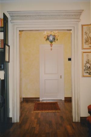 Cornici in gesso per un portale