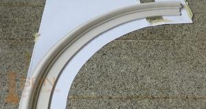 Cornice in gesso ad arco curvilineo